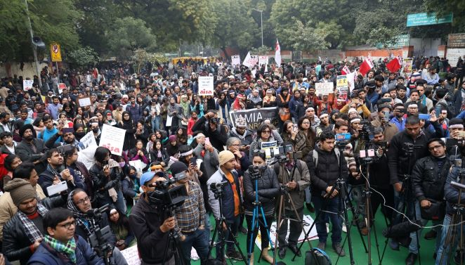 People of Delhi must defeat those pushing 'Pakistani' agenda on the people