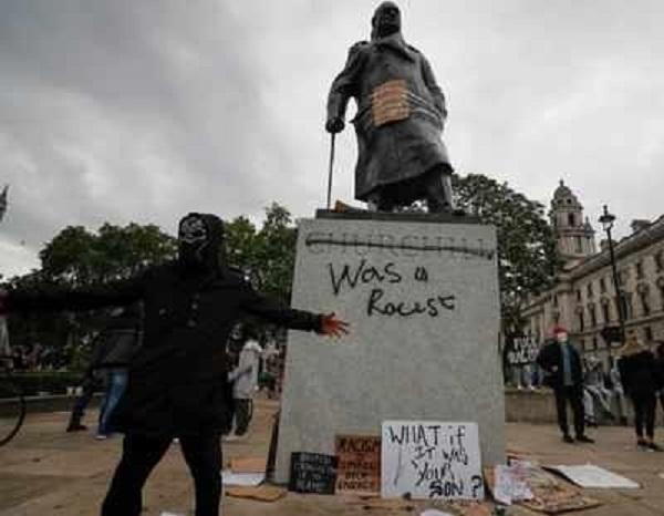 Torn-down UK slave trader statue retrieved from harbour