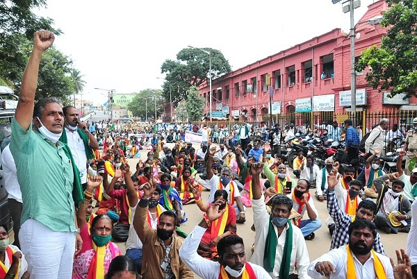 Farmers still await reopening of B'luru's Kalasipalyam, KR Markets